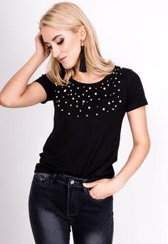 Bavlnené tričko s krátkym rukávom v elegantnej čiernej farbe a okrúhlym výstrihom zdobeným perlami. T Shirt, Tops, Women, Fashion, Supreme T Shirt, Moda, Tee Shirt, Fashion Styles, Fashion Illustrations