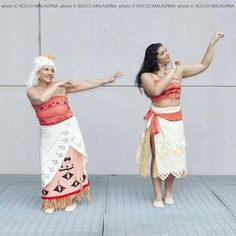 Moana and Gramma Tala from Moana. Moana by Lucrezia Lamazza Gramma by Laura Cattaneo photo by roccomal Disney Costumes, Halloween Costumes, Halloween Ideas, Moana Grandma, Grandma Costume, Amazing Cosplay, Two Piece Skirt Set, Dance, Costume Ideas