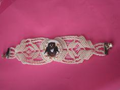 braccialetto realizzato da Volando Insieme con la tecnica del macramè