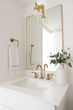 Small bathroom renovations 401242648051707178 - white marble countertops, gold fixtures, gold rectangular framed mirror, white vase Source by amandinevauclin Bad Inspiration, Bathroom Inspiration, Gold Bathroom, Master Bathroom, Bathroom Sinks, Bathroom Ideas, Bathroom Green, Bathroom Designs, Bathroom Inspo