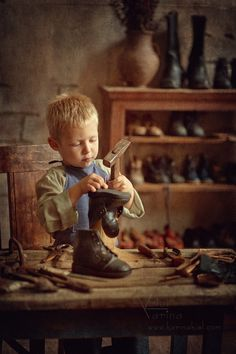 Sochi, Russia based photographer Karina Kiel redefines children photography with her charming style and imagination. Children are the heroes of her images Little People, Little Boys, Baby Pictures, Baby Photos, Cute Kids, Cute Babies, Baby Kind, Beautiful Children, Vintage Children