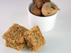 Easy no-bake Vanilla Fig Bars made with dried figs, shredded coconut and almonds --gluten -ree, Paleo, Primal, delicious.