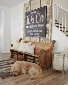 Fantastic rustic farmhouse living room are offered on our internet site. Take a look and you wont be sorry you did. Farmhouse Side Table, Vintage Farmhouse Decor, Farmhouse Style Kitchen, Modern Farmhouse Kitchens, Vintage Porch, Country Modern Decor, Urban Farmhouse Designs, Rustic Farmhouse Entryway, Italian Farmhouse