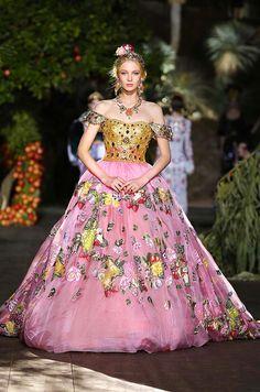 78635b2d518281 Dolce   Gabbana Alta Moda Fall Winter 2015-16 Modenschau, Dolce   Gabbana