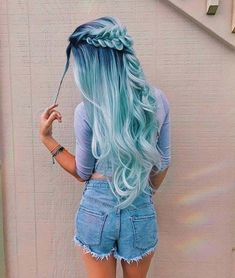 Pastel hair color is now more popular than ever, mainly because of beautiful and enviable tones. Like any color, the best thing is that you can shake light blue hair at will, including highlights, ombre and two-tones. This extreme hair color is cert Hair Dye Colors, Ombre Hair Color, Cool Hair Color, Turquoise Hair Ombre, Ombre Nail, Hair Styles With Color, Unique Hair Color, Hair Colour Ideas, Hair Goals Color