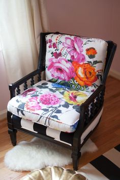 DIY Vintage French armchair redo. Reupholstered with hand painted flowers and peonies, and painted black. #ad #livingroom #furniture #diy #vintage #frencharmchair #blackandwhite #peonies