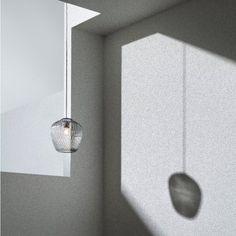 Une suspension très sobre en verre sculpté et teinté, &Tradition http://decdesignecasa.blogspot.it