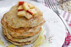 Genießen Sie die leckeren Pfannkuchen mit Zimt!