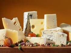 How to Host a Cheese Tasting Party from Punchbowl. New Years Appetizers, Thanksgiving Appetizers, Wine And Cheese Party, Wine Cheese, Cheese Food, Goat Cheese, Queso Edam, National Cheese Lovers Day, Fromage Cheese