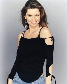 See Shania Twain pictures, photo shoots, and listen online to the latest music. Best Country Singers, Country Music News, Country Artists, Beautiful Voice, Most Beautiful Women, Beautiful People, Animals Beautiful, Judy Garland, Shania Twain Pictures