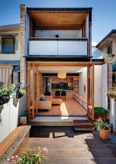 David Mitchell Architects reworks his own inner-Sydney worker's terrace to create a light-filled home and studio that offers a site-specific theatre performance. Narrow House Designs, Small House Design, Modern House Design, Minimalist House Design, Minimalist Home, House Extensions, Future House, Architecture Design, Architecture Awards