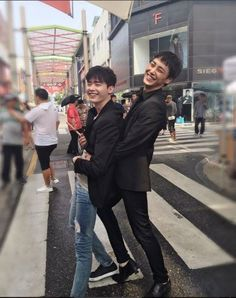 """Lee Jong Suk and Lee Tae Hwan Share Behind The Scenes Photos From Set Of Upcoming Drama """"W"""""""