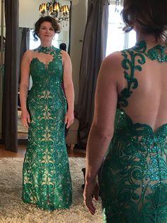 Meninas vejam que vestido 👗 divino e poderoso. A Telma Basso Henrique ficou maravilhosa nesse lindo vestido verde 😍😍 #vestine #atelievestine #feitoamao #hautecouture #amorporcosturar #vempravestine #vestido #vestidoverde
