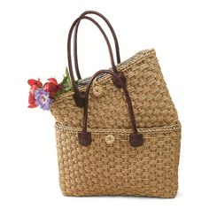 Get ready to hit the beach with these two bags designed for summer picnics.