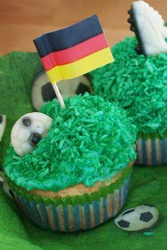 WM-Muffins /Fußballmuffins sind der perfekte Snack für eine WM Party, Fußball Party oder Fußballgeburtstage für Kinder :-) Das Rezept gibt es auf: www.kinderparty-portal.de