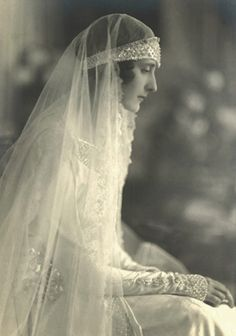 Bride from the 1920s~Image via BHLDN