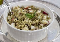 Winter Quinoa Dressing with Apples and Dried Cranberries | Melissa d'Arabian - flavors reminiscent of a holiday stuffing yet #glutenfree, ready to eat in 30 mins, 240 calories + 10g protein per serving, complements winter roasts as a side dish but can also be served as a main dish for a simple supper. Plus: how I fell in love with quinoa, its many nutritional benefits and why I make it a staple in our house, and the versatile ways in which I love to use it (for breakfast, lunch and dinner!).