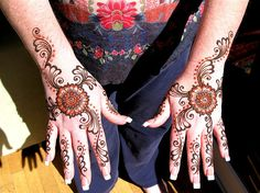 100 Glitter Mehndi Tiki Pics Designs Henna Tattoos Girls Hands ~
