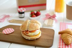 La chica de la casa de caramelo: Desayuno para llevar Hamburger, Picnic, Breakfast, Ethnic Recipes, Food, Diana, Bb, Women's Fashion, Ideas