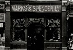 (Photo Credit: Getty Images) A Marks & Spencer store in Holloway, London England 1914 Victorian London, Vintage London, Old London, Victorian Ladies, London City, Victorian Street, Victorian Life, London Pubs, Edwardian Era