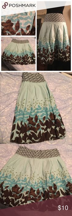 "HOST PICK Beautiful floral pattern skirt Only wore this a couple times, it's an adorable skirt! It's in very good condition, just like new :) it measures 24 inches long and has a 32"" waist. Fits like a medium. Offers welcome! Skirts Midi"