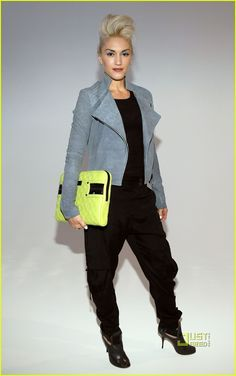 Gwen-Stefani-Presents-L-A-M-B-at-NY-Fashion-Week-gwen-stefani-8084066-767-1222.jpg 767×1,222 pixels