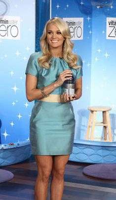 Carrie Underwood wearing Nikolaki Silk Dress. Carrie Underwood The Ellen DeGeneres Show April 7 2011. Carrie Underwood Mike Fisher, Best Female Artists, Country Artists, Best Country Singers, Ellen Degeneres Show, Chris Young, Country Music Stars, I Love Girls, April 7
