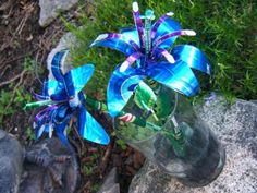 Recycled Pop Can Lg Blue by Christine-Eige on DeviantArt - Different Soda Can Upcycles Metal Flowers, Diy Flowers, Handmade Flowers, Flower Petals, Flower Art, Pop Can Crafts, Art Crafts, Soda Can Flowers, Pop Can Art