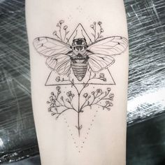 Search inspiration for a Minimal tattoo. Cicada Tattoo, Bug Tattoo, Witch Tattoo, Time Tattoos, Sleeve Tattoos, Cool Tattoos, Bee And Flower Tattoo, Flower Tattoos, Line Work Tattoo
