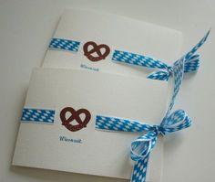 Wunderschöne Klappkarte inklusive passendem Umschlag zur Wiesnzeit im Oktober mit Brezel und bayrischem Band versehen. Gerne bedrucken wir die Karte auch ganz individuell mit Text auf der...