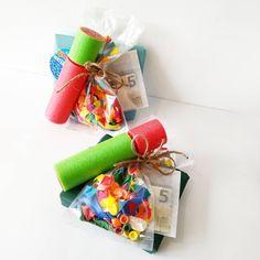 Thom heeft morgen een kinderfeestje van 2 klasgenootjes. Alleen geld geven vind ik zo saai, dus ik probeer er altijd iets extra's van te… Cute Gifts, Diy Gifts, Birthday Presents, Special Gifts, Make Your Own, Crafts For Kids, Wraps, Happy Birthday, Gift Wrapping