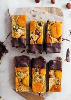 Raw Apricot & Ginger Energy Bars – So Vegan – vegancake Vegan Snacks, Vegan Desserts, Raw Food Recipes, Healthy Snacks, Dessert Recipes, Cooking Recipes, Freezer Recipes, Bar Recipes, Freezer Cooking