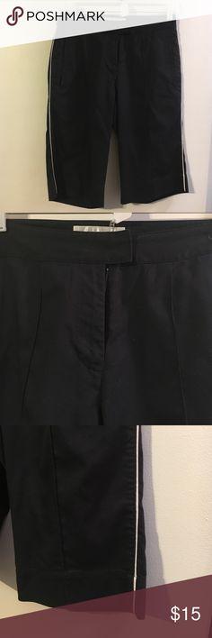 Nike golf dri-fit Black Bermuda shorts White piping detail. Zip slash pockets. Nike Shorts Bermudas