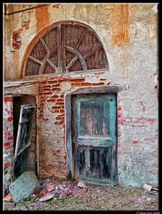 The old abandoned door by Giancarlo Gallo