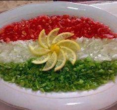 Salad ( kurdistan yummy foods ) Amazing Food Decoration, Comida Picnic, Salad Design, Kurdish Food, Veggie Platters, Food Sculpture, Food Carving, Food Garnishes, Food Presentation