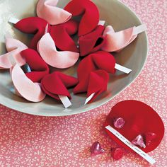The best DIY projects & DIY ideas and tutorials: sewing, paper craft, DIY. DIY Valentine's Day Gifts : Martha crafts charming felt fortune cookies, a one-of-a-kind way to give Valentine's Day wishes -- and some candy -- to Creative Valentines Day Ideas, Valentines Day Wishes, Valentines Day Gifts For Him, Valentine Day Crafts, Printable Valentine, Kids Valentines, Homemade Valentines, Valentine Wreath, Valentine Box