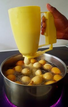 Machine à beignets Africains – West African Food & Recipes – Healty, Delicious Cool Kitchen Gadgets, Kitchen Items, Cool Kitchens, Kitchen Tools, Cooking Gadgets, Cooking Tools, Cooking Recipes, West African Food, Kitchen Storage