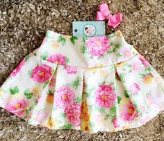 Lindeza do dia! 🌸 💟Disponível na loja #MãosDeFada #MiniFashionistas #EstiloÚnico ⭐️ ⭐️ Toddler Skirt, Baby Skirt, Baby Dress, Little Girl Skirts, Little Girl Dresses, Baby Frocks Designs, Baby Girl Dress Patterns, Barbie, Kids Frocks