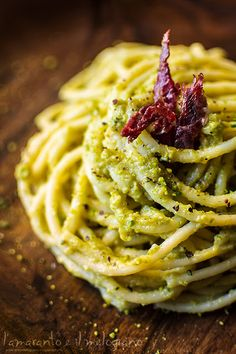 Spaghetti with zucchini and pistachio pesto, with buffalo speck ham