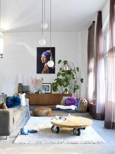 Modern design hand in hand met vintage vondsten. Home Living Room, Living Spaces, Home Remodel Costs, Rustic Industrial Decor, Interior Architecture, Interior Design, Dream Decor, Living Room Inspiration, House Rooms