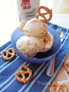 Biscoff Pretzel Crunch Ice Cream- this creamy homemade ice cream is ...