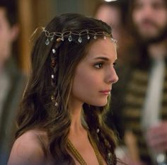 Reign - love her style on the show and how Kenna wears her hair!