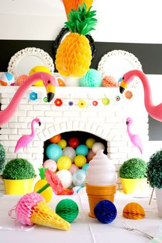 Whether you're throwing a birthday pool party or are just celebrating the summer, we have tons of great ideas to inspire you http://petitandsmall.com/10-fun-summer-kids-party-ideas/