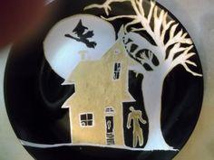 Casa encantada de Halloween negro placa pintada con plata y