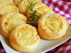girelle patate e mozzarella ricetta golosa,ricetta facile veloce per realizzare delle gustose girelle da servire come antipasto,finger food, contorno goloso