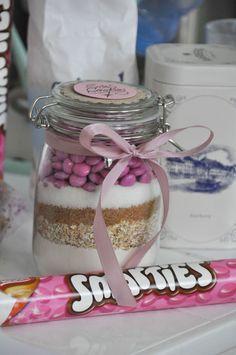 sos cookies rose  avec des smarties ou des dragées chocolatées