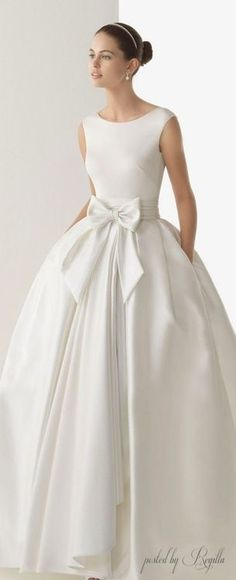 63 ideas wedding gown elegant simple rosa clara for 2019 Yes To The Dress, Dress Up, Wedding Attire, Wedding Gowns, Beautiful Gowns, Beautiful Lines, Dream Dress, Bridal Collection, Bridal Style