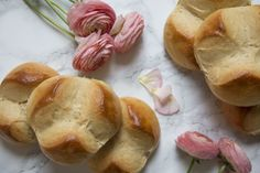 This brioche bun is a very traditional Easter treat in Austria, Slovenia and Croatia. Its origin however lies in Northern Italy. In contrast to the Austrian Easter tradition though, the Italian pin… Easter Bun, Bun Recipe, Easter Traditions, Easter Weekend, Professional Chef, Easter Treats, Food Industry, Bread Rolls, Buns