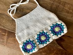 Pattern: Granny Square Crop Top - Evelyn And Peter Crochet - Granny Granny Square Crochet Pattern, Crochet Granny, Knit Crochet, Crochet Patterns, Crochet Shorts Pattern, Crochet Birds, Crochet Style, Crochet Animals, Crochet Flowers