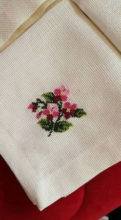 This Pin was discovered by GÖN Cross Stitch Alphabet, Cross Stitch Borders, Cross Stitch Rose, Cross Stitch Flowers, Cross Stitch Designs, Cross Stitching, Cross Stitch Patterns, Beaded Embroidery, Cross Stitch Embroidery